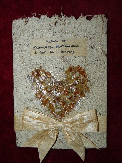 Membuat undangan pernikahan sendiri dari kertas bekas (termasuk dalam ...